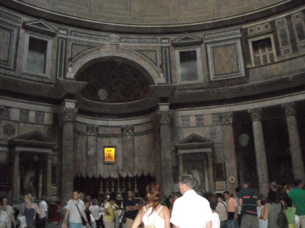 Roma---Pantheon---interno-del-mausoleo.jpg