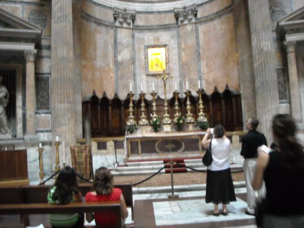 Roma---Pantheon---Altare-Mausoleo.jpg