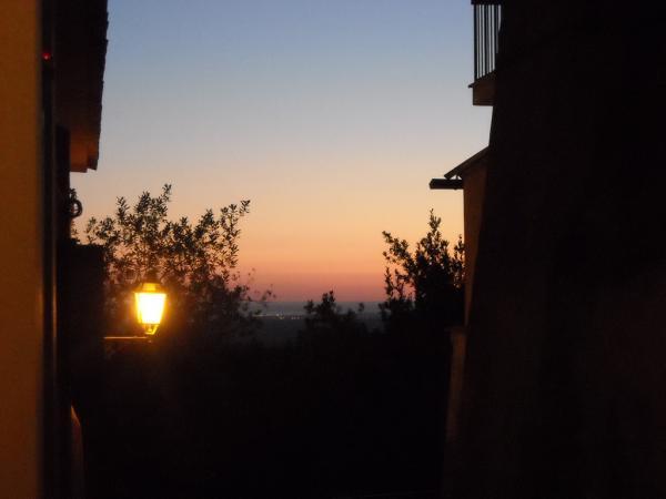 Castel-Gandolfo---Tramonto-fra-i-vicoli.jpg