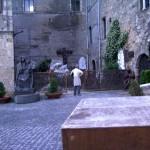 Cattedrale di Santa Maria - piazzale, statua bronzea Madonna col Bambino