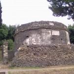 Tomba circolare situata all'inizio della necropoli