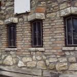 Particolare del muro esterno del monastero
