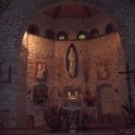 Scorcio dell'abside della Chiesa, sono molto belli gli arredi alcuni di essi di grandissimo valore devozionale anche se di fattura modesta