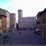 Piazza del Popolo, sullo sfondo il Palazzo dei Priori