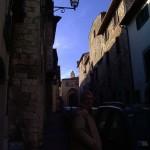 Uno dei vicoli della bella cittadina umbra, ricchi di storia e di fascino medievale