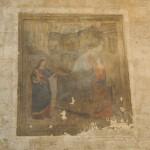 Affresco murale esterno alla Chiesa di S. Domenico (Fara Sabina) raffigurante la Vergine col Bambino, un Angelo ed una campana